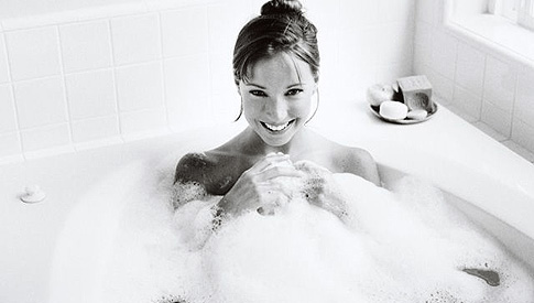 woman-in-bath